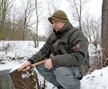 rybář v zimě