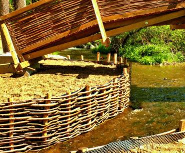 hráz rybníka