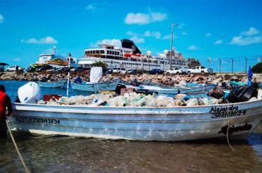 plasty v moři